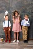 在兔宝宝耳朵的孩子 免版税库存照片