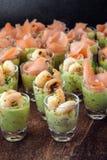 在党自助餐的开胃菜用大虾虾和三文鱼在a 免版税库存图片