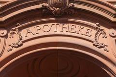 在入口有历史的符号之上 免版税库存照片