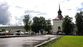 在入口的喀山塔对圣西里尔Belozersky修道院 股票视频