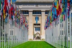 在入口的国旗在联合国办公室在日内瓦, Switzerla 库存照片