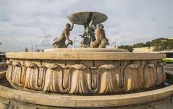 在入口的氚核喷泉向马耳他的瓦莱塔 免版税库存图片