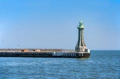 在入口的灯塔对格丁尼亚港口在波兰 库存图片