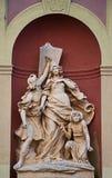 在入口的雕塑 免版税图库摄影