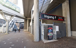 在入口F的旋转门在阿姆斯特丹竞技场橄榄球场内 库存图片