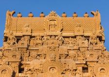 在入口Gopuram顶部的Kumbam在Brihadeswarar寺庙 免版税库存照片