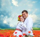 在全国乌克兰礼服的愉快的夫妇  免版税库存照片