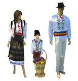 在全国传统巴尔干,摩尔达维亚,罗马尼亚服装的家庭时装模特被隔绝在白色 免版税库存照片
