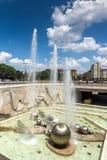 在全国劳动人民文化宫前面的喷泉在索非亚,保加利亚 库存照片