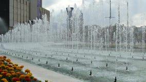 在全国劳动人民文化宫前面的喷泉,索非亚,保加利亚 股票视频