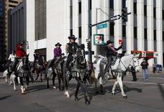 在全国西部储蓄展示游行的妇女车手 库存图片