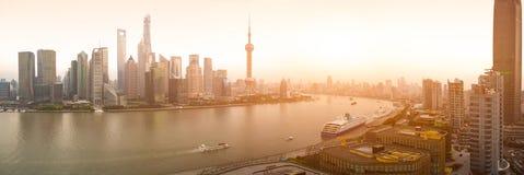 在全景上海地平线的航拍  库存照片