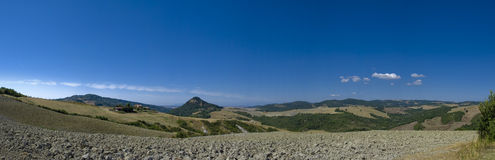 在全景托斯卡纳视图volterra附近的意大利 免版税库存图片