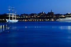 在全景的晚上skepsholmen斯德哥尔摩视图 图库摄影