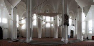 在全景里面的白色教会 免版税库存照片