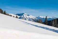 在全景滑雪瑞士冬天附近amden区 库存照片