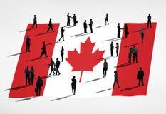 在全球企业概念的剪影小组与加拿大的旗子 免版税图库摄影