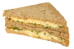 在全麦切的面包的蛋和水芹三明治 库存照片