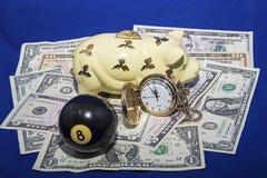 在八个球概念后的储款 免版税图库摄影