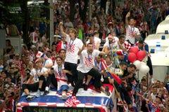 在公共汽车屋顶的克罗地亚橄榄球队 免版税库存图片