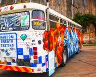 在公共汽车的街道画 免版税库存照片