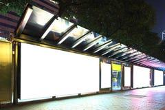 在公共汽车站的广告牌 免版税库存照片