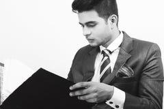 在公司神色的印地安男性模型 免版税库存图片