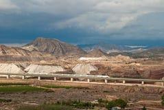 在公园工厂西班牙语附近的龙舌兰阿尔梅里雅安大路西亚cabo de desert gata横向山自然本质 免版税库存图片