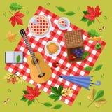 在公园或森林秋天风景、叶子和食物的秋天野餐在红色格子花呢披肩,顶视图例证 向量背景 皇族释放例证