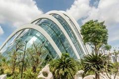 在公园滨海湾公园开花圆顶大厦在新加坡 免版税库存图片