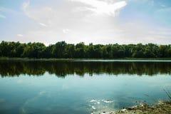 在公园照片的一个湖视图 图库摄影