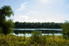 在公园照片的一个湖视图 库存图片