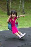 在公园的亚洲孩子摇摆 免版税图库摄影