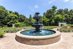 在公园的喷泉在Bellingraths庭院里 库存照片