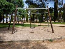 在公园的摇摆 免版税库存图片