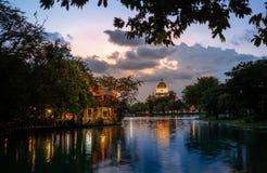 在公园的日落视图 免版税库存照片