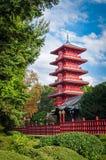 在公园的朱红色的塔在布鲁塞尔,比利时 免版税库存图片