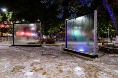 在公园的水流动的玻璃窗格在晚上在土耳其 库存图片