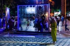 在公园的水流动的玻璃窗格在晚上在土耳其 免版税图库摄影