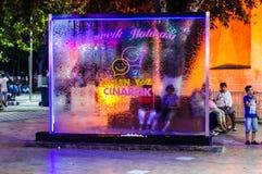 在公园的水流动的玻璃窗格在晚上在土耳其 免版税库存图片