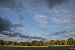 在公园的蓝天 免版税库存图片