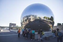 在公园的玻璃球形 免版税库存照片
