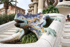 在公园Guell的安东尼GaudÃ著名龙 库存图片