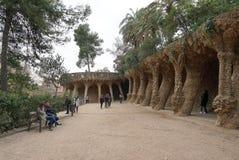 在公园guell,巴塞罗那,西班牙的美好的专栏结构 免版税库存图片