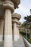 在公园guell,巴塞罗那,西班牙的美好的专栏结构 库存图片