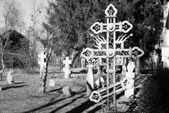 在公墓的卷毛十字架 库存图片