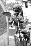 在公墓的天使 免版税库存照片