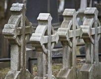 在公墓的石十字架 库存照片