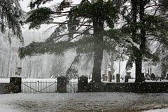 在公墓的雪 免版税图库摄影