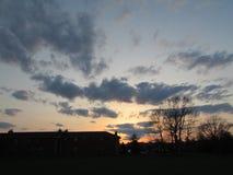 在公寓住宅区的黄昏在塞尔维尔, NJ美国 免版税库存图片